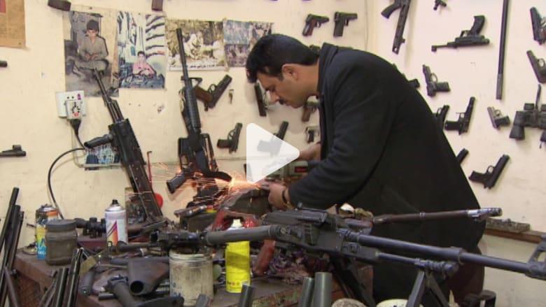من ورشة تحت الأرض في إربيل.. كيف يحيي البيشمرغة أسلحتهم القديمة لقتال داعش؟
