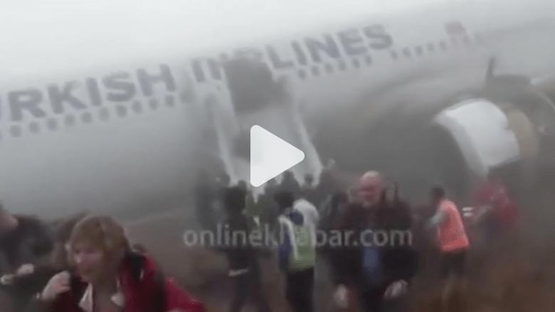 شاهد.. انحراف طائرة تابعة للخطوط التركية وخروجها من المدرج