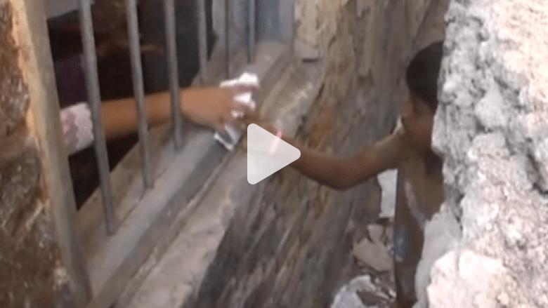 أوراق غش ورشاوٍ للشرطة.. هكذا تساعد عائلات أبناءها في دراستهم بالهند