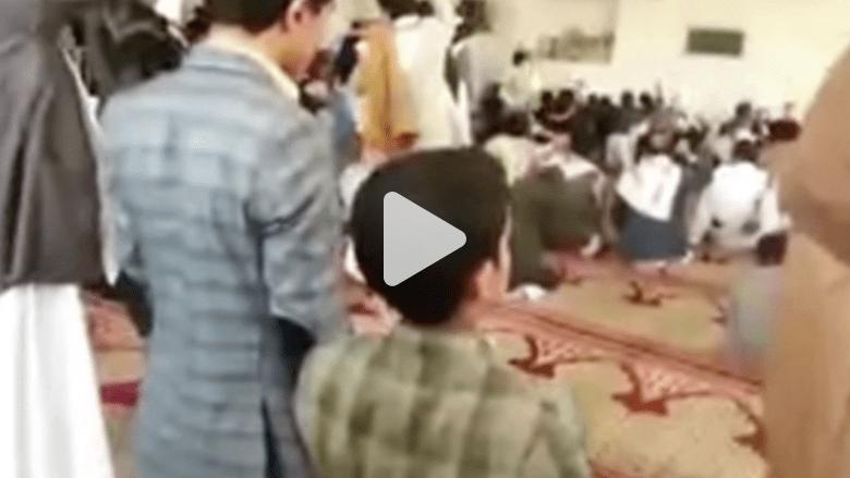 بالفيديو.. لحظة تفجير انتحاري نفسه في مسجد بصنعاء