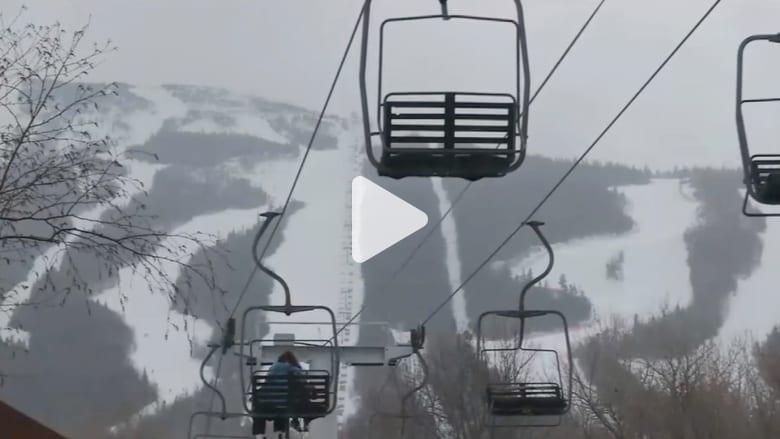 """خلل في """"مصعد تزلج"""" يثير الذعر ويؤدي لإصابة 7 أشخاص"""