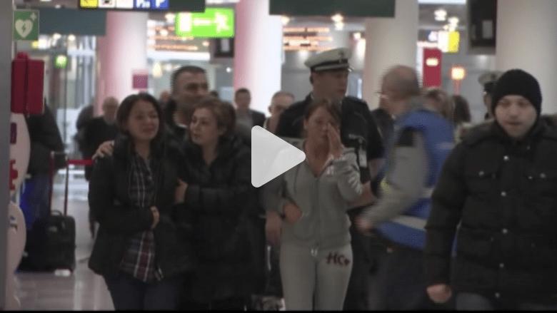 بالفيديو من مطار دوسلدورف.. أقارب ضحايا الرحلة 9525 في حالة صدمة