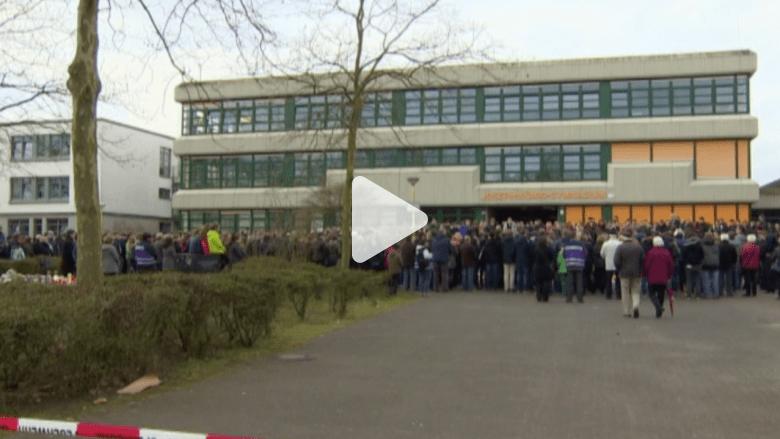 بالفيديو.. حزن وصمت في مدرسة فقدت 16 طالباً في كارثة الطائرة الألمانية