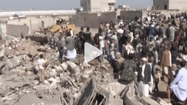 """بالفيديو.. مشاهد من آثار قصف تحالف """"عاصفة الحزم"""" على مواقع للحوثيين بصنعاء"""