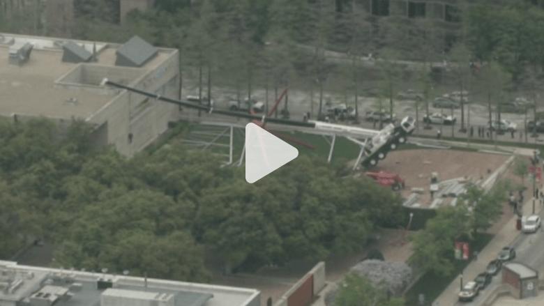 بالفيديو.. سقوط رافعة على متحف دالاس للفن