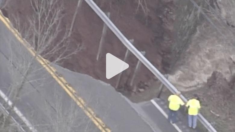 شاهد بالفيديو.. فيضات وانهيارات طينية بسبب الأمطار في كنتاكي