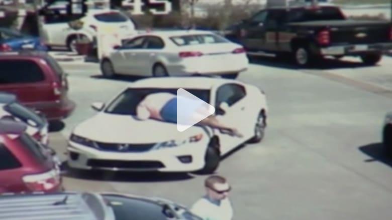 سرقة سيارة أمام عيني صاحبتها في المغسلة يعقبها إطلاق نار ومطاردة