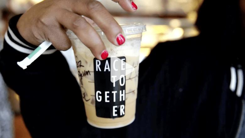 شاهد: فنجان قهوة من ستاربكس يفتح معركة حول العنصرية بأمريكا