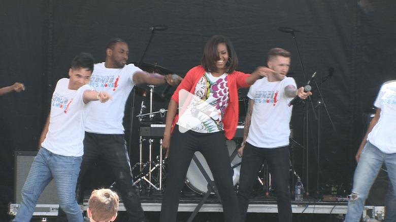شاهد ميشيل أوباما ترقص كالمحترفين في الاحتفال السنوي لعيد الفصح