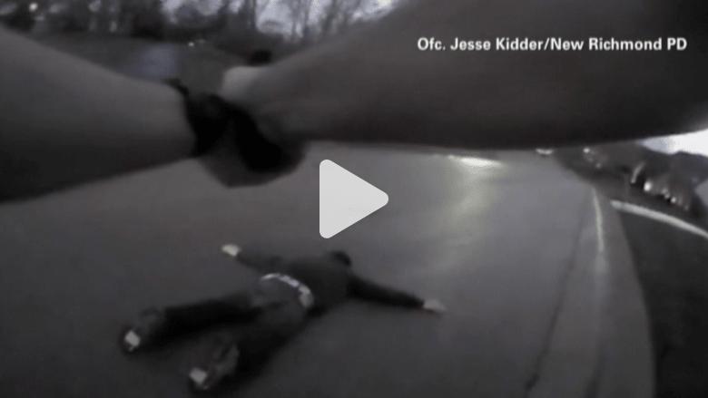 بالفيديو.. كاميرا ضابط شرطة توثق محاولة متهم التهجم عليه