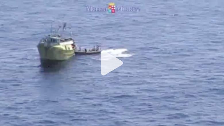 بالفيديو.. لحظة انقاذ البحرية الإيطالية مئات المهاجرين في عرض البحر