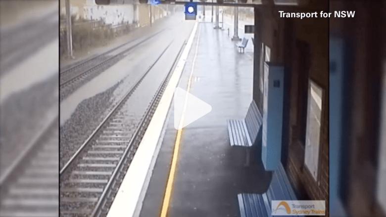 شاهد فيديو بتقنية الفاصل الزمني لفيضان يغمر محطة قطار سيدني