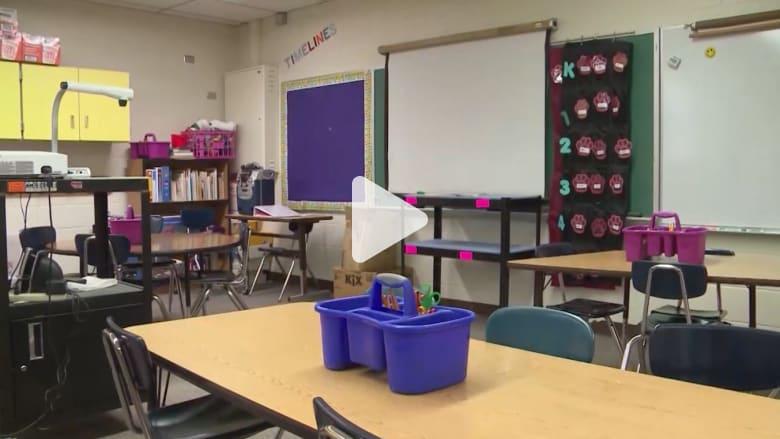 معلم يتخطى حدود الأدب مع الأطفال.. والمدرسة تتحرك وسط غضب الأهل