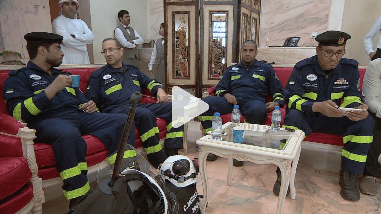 شاهد: CNN ترافق الفريق الإماراتي برحلة جوية لمساعدة النيباليين