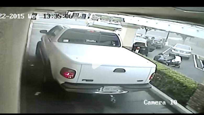 بالفيديو.. سائق جبان يصدم امرأة مسنة بسيارته.. ويفر هاربا دون مساعدتها