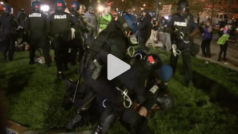 اعتقال 53 شخصا في بالتيمور والتظاهرات تتراجع بعد توجيه الاتهامات لضباط الشرطة