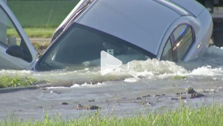 بالفيديو.. حفرة جحيم في ميسوري تبتلع سيارة والسائق ينجو بأعجوبة