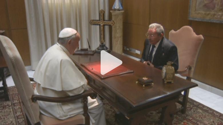 شاهد.. قمة شيوعية مسيحية قد تعيد كاسترو إلى الكنيسة