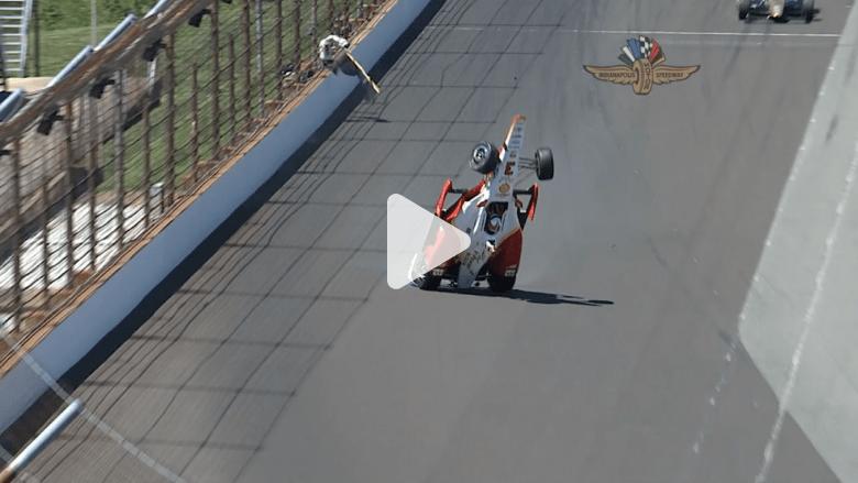 شاهد نجاة بطل سباقات من حادث مرعب انقلبت به سيارته في الهواء