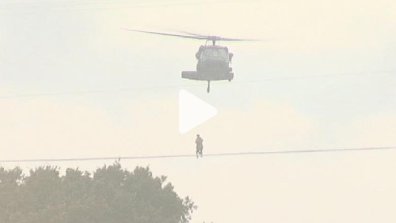 أمطار غزيرة في ولاية تكساس الأمريكية تحاصر رجلا وتكاد تتسبب بموته