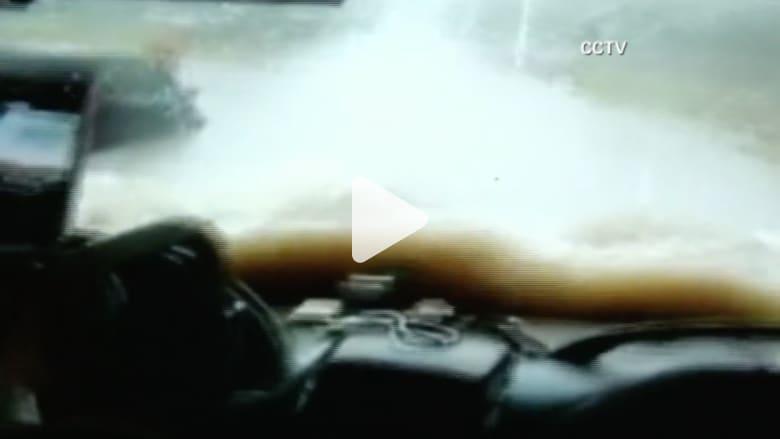 بالفيديو.. الفيضانات تغرق جنوب الصين وتنشر الدمار في الشوارع