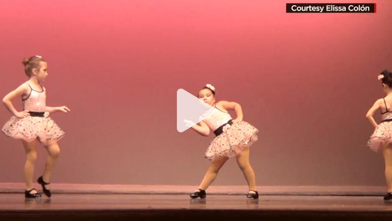 فتاة في السادسة من العمر.. تسحر الجميع بحركاتها الراقصة