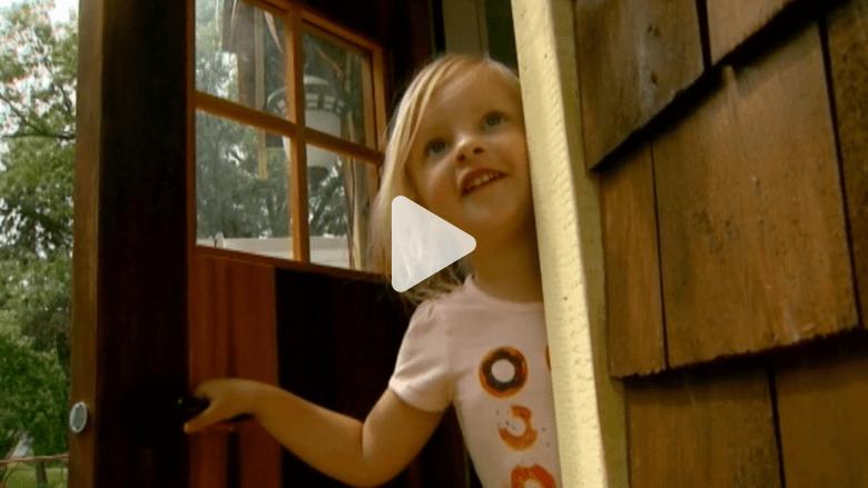 """بالفيديو.. أمنية طفلة بـ""""بيت دونات"""" يعيد لها البسمة.. بعدما هزمت السرطان"""