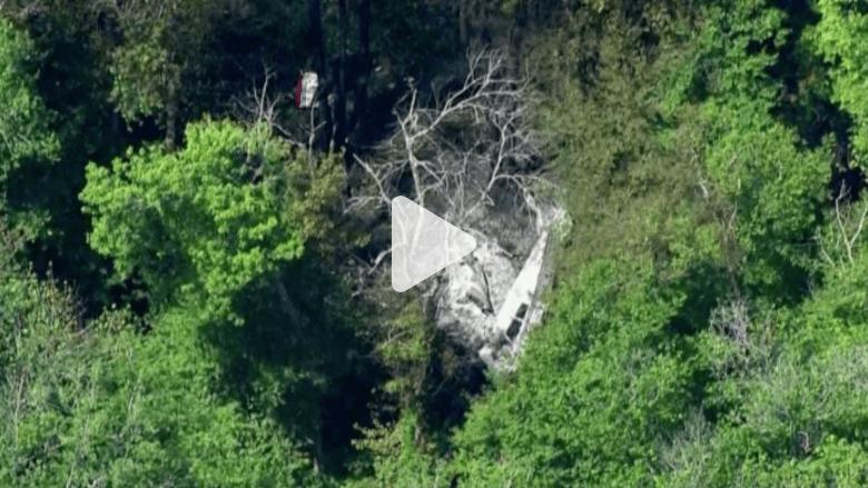 بالفيديو..تحطم واحتراق طائرة صغيرة بعد سقوطها في غابة
