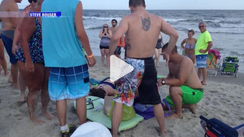 بالفيديو.. أسماك القرش تهاجم مراهقين بكندا وسط ذهول العامة