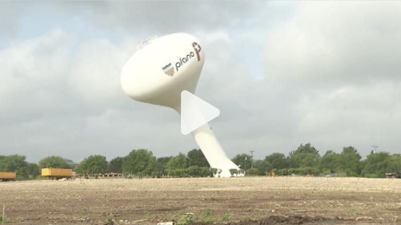 بالفيديو.. لحظة إنهيار خزان مياه عملاق في تكساس
