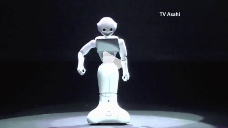 """بالفيديو..""""روبوت"""" ياباني يتفاعل مع العواطف البشرية !!"""
