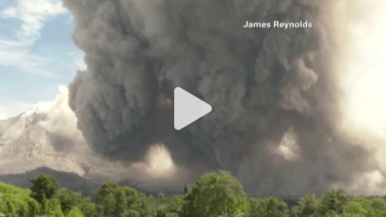 بالفيديو.. ثورة بركان في اندونيسيا تشرد الآلاف