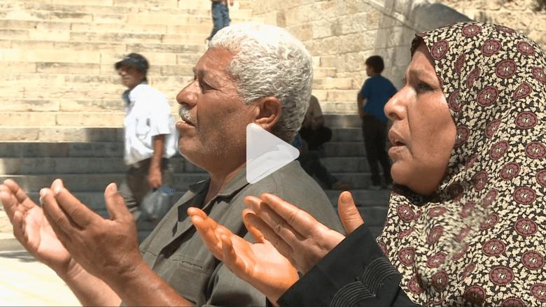 بعد أكثر من 30 عاماً.. غزاوي ستيني يؤدي صلاة الجمعة الأولى من رمضان بالأقصى