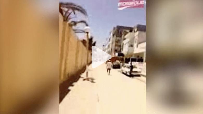 شاهد .. الرعب بين السياح لحظة الهجوم على فندق بمدينة سوسة التونسية