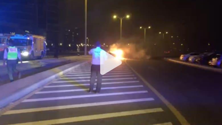 شاهد.. الدفاع المدني يخمد حريقا بسيارة احترقت تلقائيا في دبي