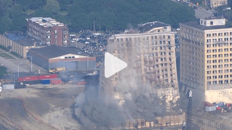 """بالفيديو.. إزالة فندق """"أفينو بارك"""" التاريخي بولاية ميتشيغان الأمريكية"""