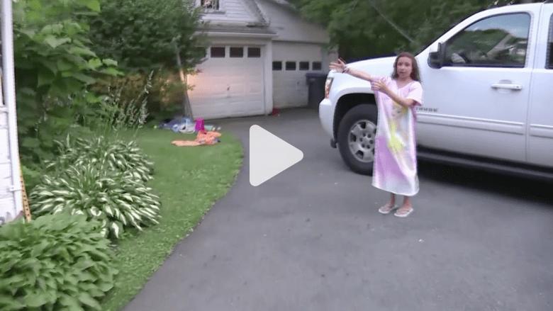 بالفيديو.. ثعلب رمادي يهاجم طفلة ووالدها ينقذها بآخر لحظة