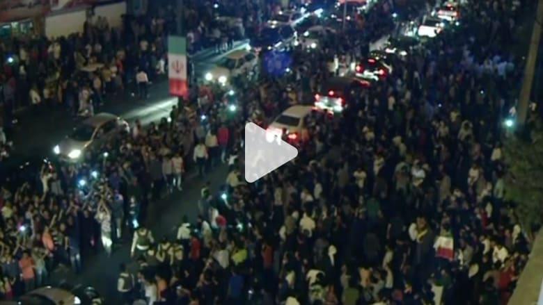 بالفيديو.. الإيرانيون يحتفلون في الشوارع بابرام الاتفاق النووي مع الغرب