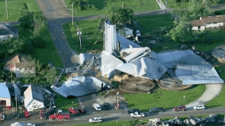 شاهد.. إعصار في ولاية إلينوي يدمر المنازل ويقتلع الأشجار