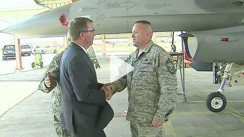 بالفيديو.. وزير الدفاع الأمريكي يتفقد قاعدة جوية في الأردن