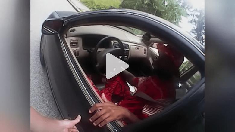 بالفيديو.. كاميرا شرطي أمريكي توثق لحظة إطلاقه النار على سائق