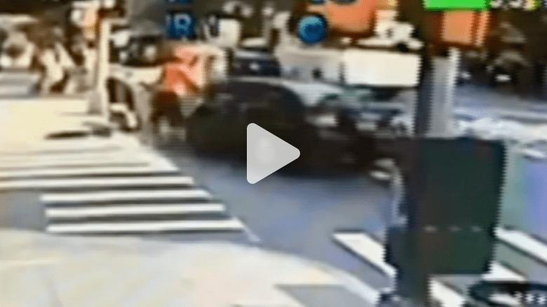 لحظات رعب في نيويورك إثر خروج سيارة عن مسارها باتجاه المارة