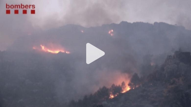 بالفيديو.. 30 فريقا للسيطرة على حرائق غابات بإسبانيا