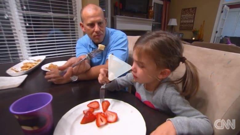 بالفيديو: هكذا تشّجع طفلك العنيد على تجربة أطعمة مختلفة