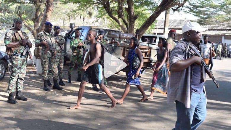بالفيديو: مسلحون يهاجمون 3 فنادق بمنتجع في كوت ديفوار ويطلقون النار عشوائيا