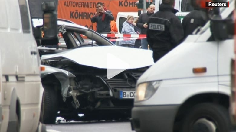 بالفيديو.. الشرطة الألمانية: مقتل رجل واحد على الأقل في انفجار سيارة تحمل عبوة ناسفة في برلين