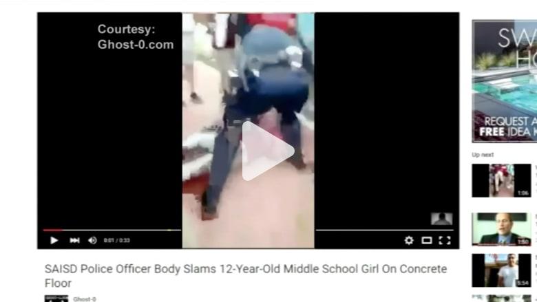 بالفيديو: عراك بين طالبات مدرسة.. شاهد ردة فعل ضابط الأمن!