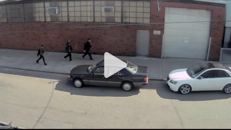 بالفيديو: هجوم بدافع الكراهية ضد شاب في أمريكا.. والمهاجمون ينعتوه بالعربي الداعشي