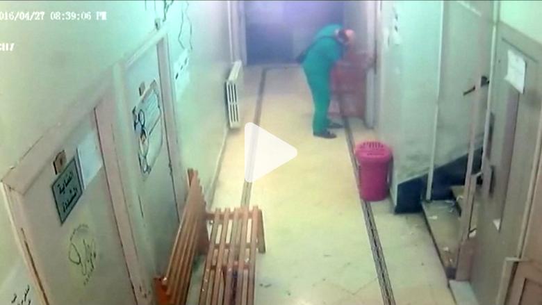 شاهد ما التقطته كاميرات المراقبة قبل وبعد تفجير مستشفى في حلب