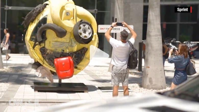 """بالفيديو: سيارة محطمة تتحول إلى """"إيموجي"""" لنشر الوعي عن مخاطر المراسلة أثناء القيادة"""